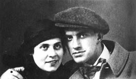 La sorella di Elsa Triolet Ilja Brik amante -dominatrice di Majakovkij ed implicta ne suo suicidio. Elsa invidià sempre Ilja la cui sessualità poliandrica e sfrenata era la faccia segreta del terrore staliniano.